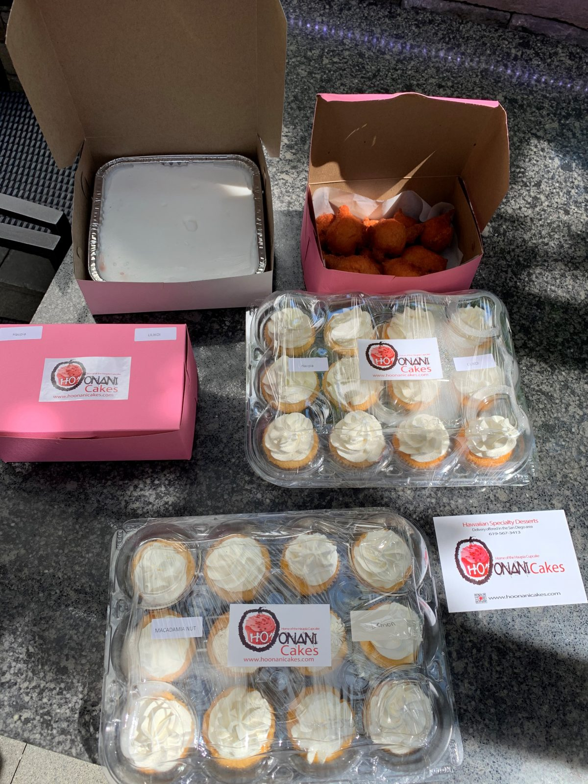 Cupcakes and other desserts in to-go packaging