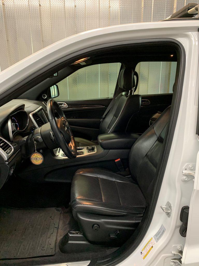 Wet Okole, Jeep, interior